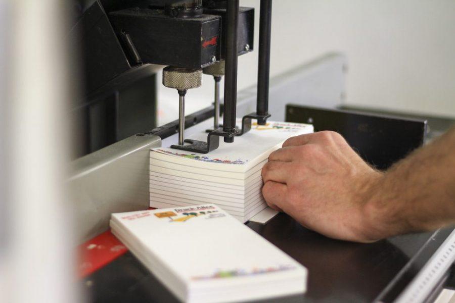 Abheftlochung Bohrmaschine Werbeblöcke Briefbogen